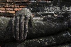 Hand van het geruïneerde standbeeld van Boedha Stock Afbeelding