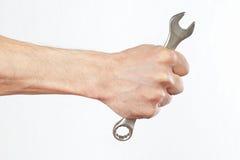 Hand van militair met een moersleutel royalty-vrije stock fotografie