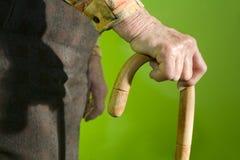 Hand van oude vrouw met de stok royalty-vrije stock afbeeldingen