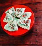 Hand verfraaide Kerstmiskoekjes stock afbeeldingen