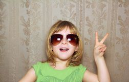 Hand victory gesture little girl funny sunglasses Royalty Free Stock Photos