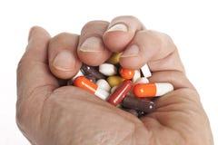 Hand voll der verschiedenen Tabletten Stockfotografie