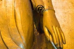 Hand von altem Buddha Stockfotografie