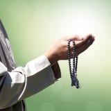 Hand von den moslemischen betenden Leuten Stockbilder