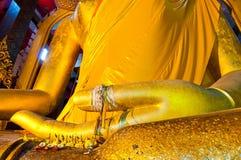 Hand von goldenem Buddha bei Wat Tonson Lizenzfreies Stockfoto