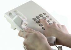 Hand wählt die Telefonnummer Stockfotos
