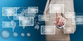Hand wat betreft e-mail met vinger Stock Fotografie