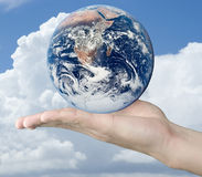 Hand whit earth Royalty Free Stock Images