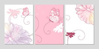 Hand-Zeichnungsblumenhintergrund mit Blumengänseblümchen und -schmetterlingen Stockfoto