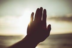 Hand zur Sonne Element des Designs, Weinlesetonfarbe Stockfoto