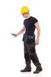 Handarbeider die een moersleutel met behulp van Stock Fotografie