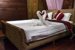 In Handarbeit gemachtes Tuch-und Rattan-Bett lizenzfreies stockfoto