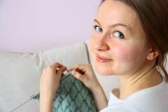 Handarbete för ung kvinna royaltyfri fotografi