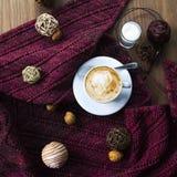 Handarbete och kaffe Arkivbild