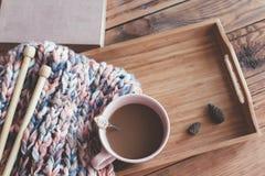 Handarbete och kaffe på ett magasin royaltyfri foto