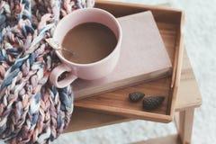 Handarbete och kaffe på ett magasin royaltyfri bild