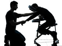 Handarm-Massagetherapie mit Stuhl Stockfotografie