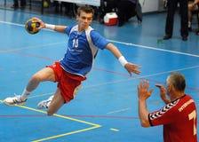 Handball-Angriff Lizenzfreie Stockbilder