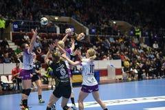 Handball dopasowanie - CSM Bucharest i Midtjylland Zdjęcia Royalty Free
