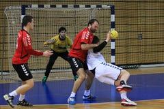 Handballjump-shot Lizenzfreie Stockbilder