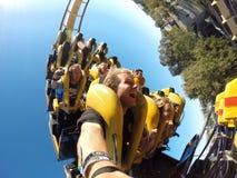 Handbediende achtbaanrit met vrienden Royalty-vrije Stock Afbeelding