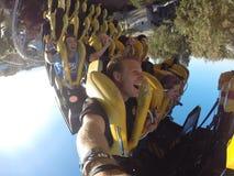 Handbediende achtbaanrit met vrienden Royalty-vrije Stock Fotografie