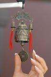 Handbell em uma porta de entrada. imagens de stock royalty free