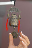 Handbell op een ingangsdeur. royalty-vrije stock afbeeldingen