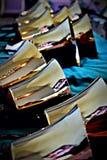 Handbells de bronze, tamanhos múltiplos para o coro do sino fotografia de stock royalty free