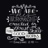 Handbeschriftung mit Bibelvers sind- wir seine Kunstfertigkeit, geschaffen in Christus für gute Arbeiten über schwarzen Hintergru stock abbildung
