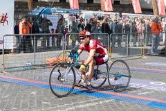 Handbikeatleet op de afwerkingslijn van de 24ste Marathon van Rome Royalty-vrije Stock Afbeeldingen