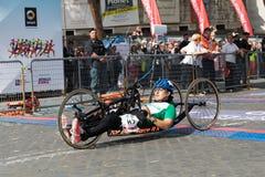 Handbikeatleet op de afwerkingslijn van de 24ste Marathon van Rome Royalty-vrije Stock Afbeelding
