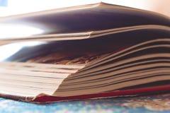 Handboek, document band stock foto