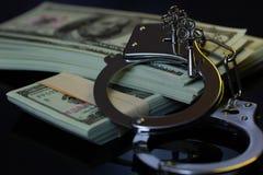Handbojor och pengar i mörkret royaltyfri foto