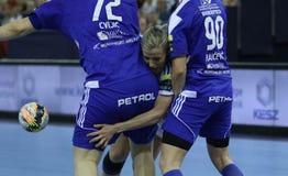 """HANDBOLLKVINNOR EHF KÄMPAR FÖR †""""GYORI AUDI ETO KC för LIGAFINAL 4 vs ZRK BUDUCNOST PODGORICA arkivbilder"""