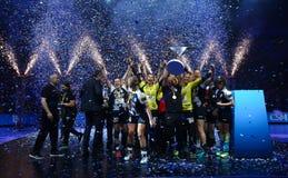 """HANDBOLLKVINNOR EHF KÄMPAR FÖR SISTA †""""GYORI AUDI ETO KC för LIGAN vs CSM BUCURESTI royaltyfri foto"""