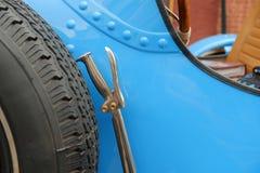 Handbrake χρωμίου σε ένα εκλεκτής ποιότητας αυτοκίνητο στοκ εικόνες
