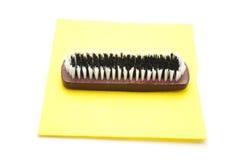 Handbrush en el paño que se lava Foto de archivo