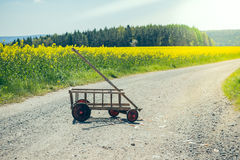 Handcart na drodze gruntowej fotografia stock