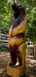 Handcarved Drewniany niedźwiedź Zdjęcie Royalty Free