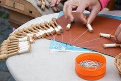 Handcraft la dentelle fabriquée en Belgique Flandre Bruges image libre de droits