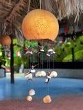 Handcraft Lampe mit Seashells traditionelles Mexiko stockbild