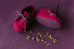 Handcrafted ботинки младенца шерстей merino Стоковые Изображения