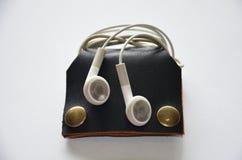 Handcrafted карманн неподдельной кожи для держит кабель наушника Стоковая Фотография