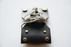 Handcrafted карманн неподдельной кожи для держит кабель наушника Стоковое фото RF