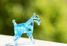 Handcrafted собака щенка миниатюрного шнауцера выдувного стекла стоковые изображения rf