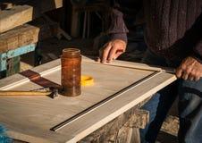 Handcrafted houten deur in timmerwerk stock fotografie
