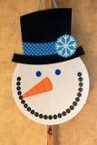 Handcrafted snögubbe med morotnäsan som räknar ner till jul för ungar Arkivfoton