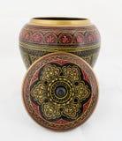 Handcrafted träantikvitet målad smyckenask Arkivfoto