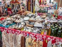 Handcrafts au marché municipal de Papeete, Tahiti, Polynésie française photos libres de droits